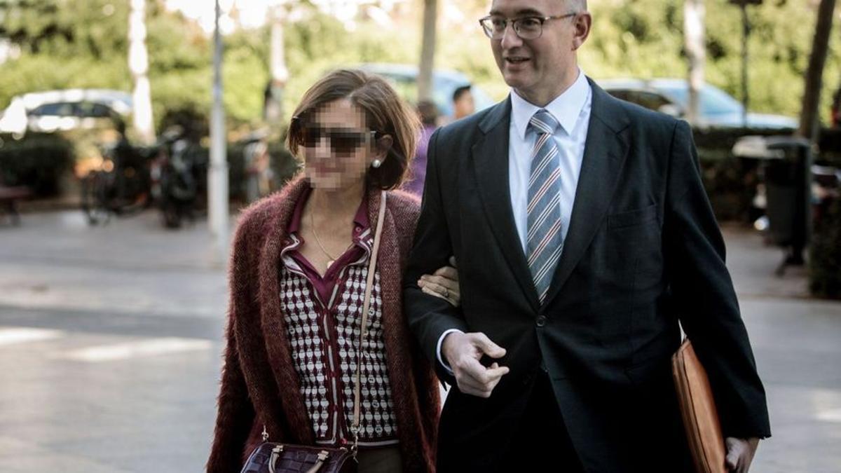 La exdirectiva de la EMT de Valencia Celia Zafra acude al juzgado a declarar por el robo de 4 millones de euros.
