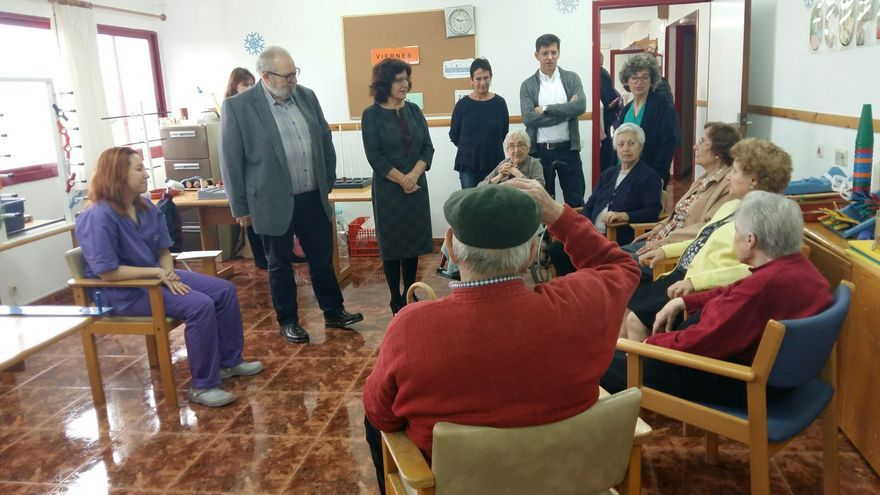 La consejera de Ciudadanía del Gobierno de Aragón, María Victoria Broto, en una visita a la residencia Ciudad de Huesca