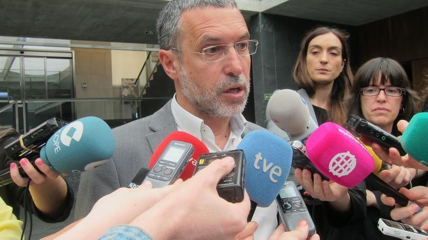 Laparra se interesa ante el embajador de Grecia por los activistas detenidos en la frontera griega