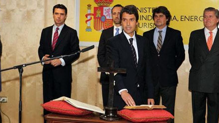 Enrique Hernández Bento jura su cargo en presencia de José Manuel Soria