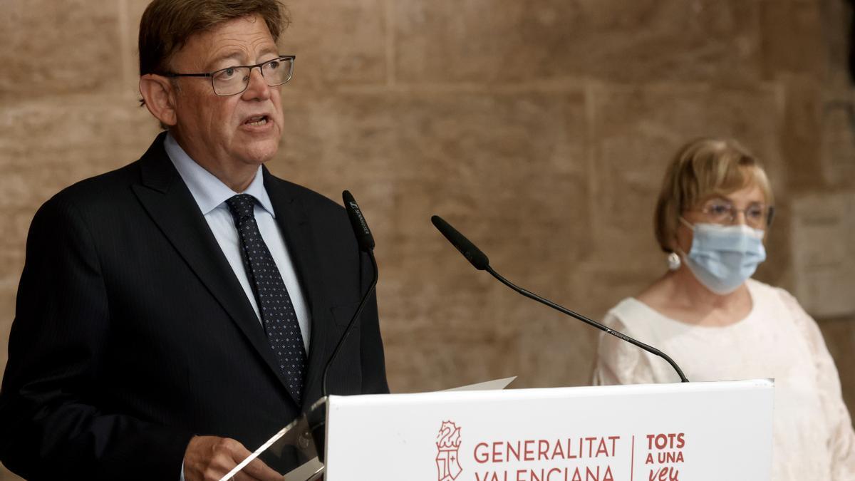 El presidente de la Generalitat Valenciana, Ximo Puig y la consellera de Sanidad, Ana Barceló, en una imagen de archivo.