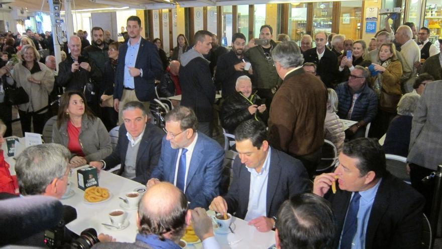 """Rajoy dice que el PP """"se toma a España en serio"""" y alerta de los que """"se inventan partidos desde la televisión"""""""