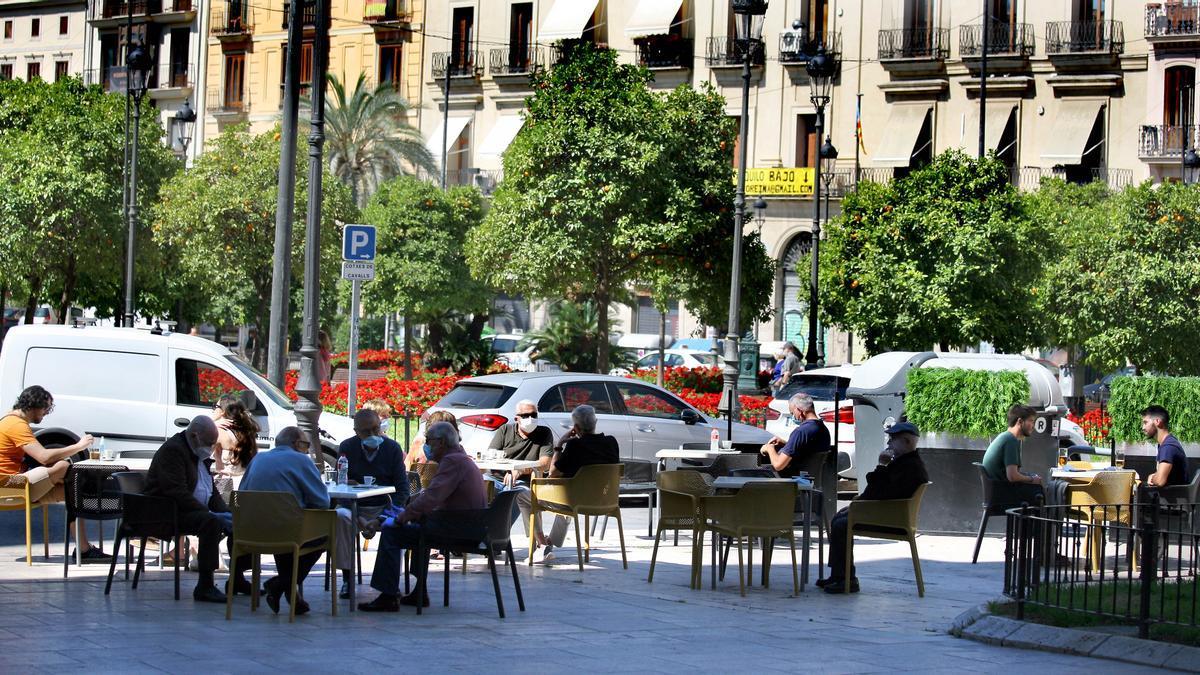 Una terraza en la plaza de la reina de València.