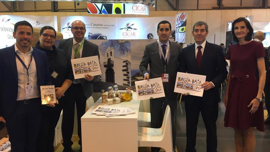 El alcalde de Breña Baja, Borja Pérez (segundo por la derecha), este miércoles, en Fitur, con el presidente del Gobierno, Fernando Clavijo; el presidente del Cabildo, Anselmo Pestana, y otras autoridades.