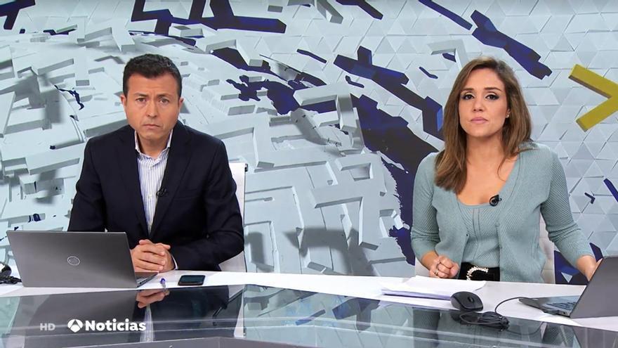 Manu Sánchez junto a Marina Monzón en las Noticias de la Mañana