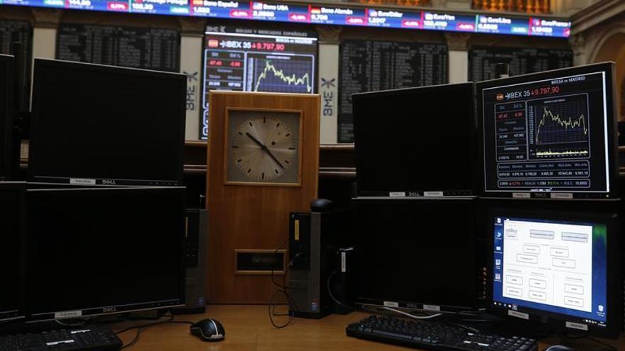 El IBEX cae un 0,17 % tras la apertura, pendiente de China y los resultados
