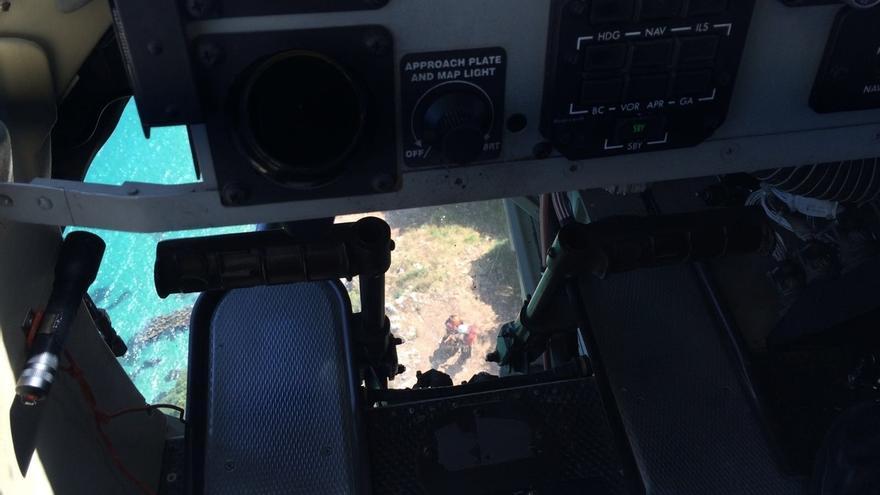 El helicóptero evacúa a una hombre con lesión de tobillo del Monte Buciero de Santoña