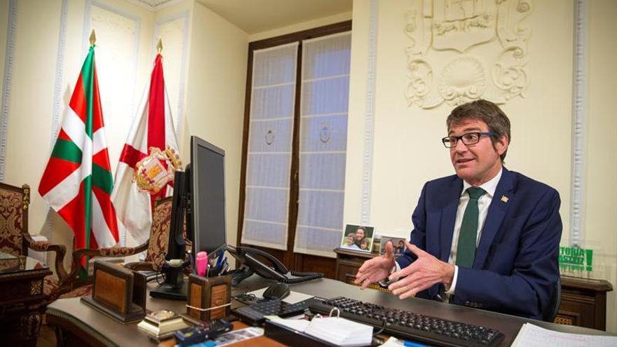 El alcalde de Vitoria (PNV) dice que el PP ha demostrado que carece de ética