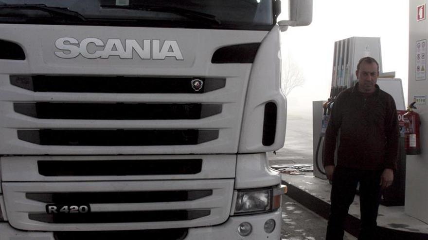 Portugal logra que camioneros ya reposten en gasolineras lusas de la frontera