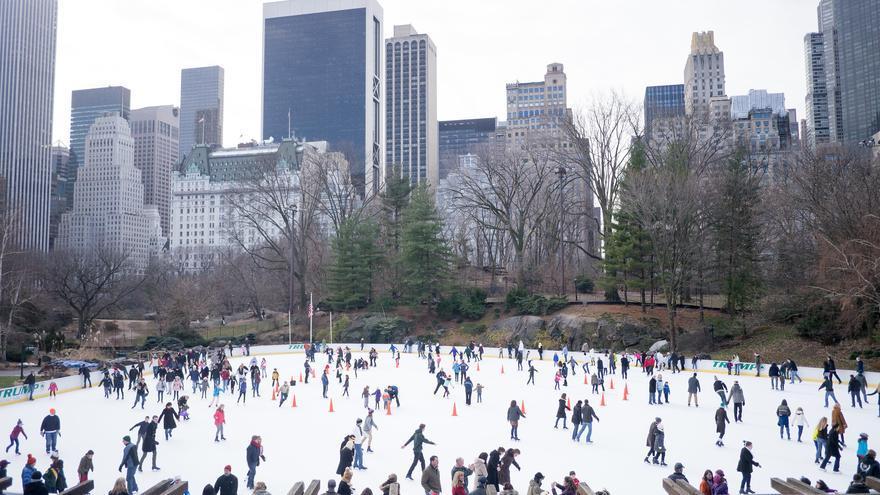 La pista de patinaje en pleno invierno; una de las imágenes emblemáticas de Central Park. Charley Lhasa