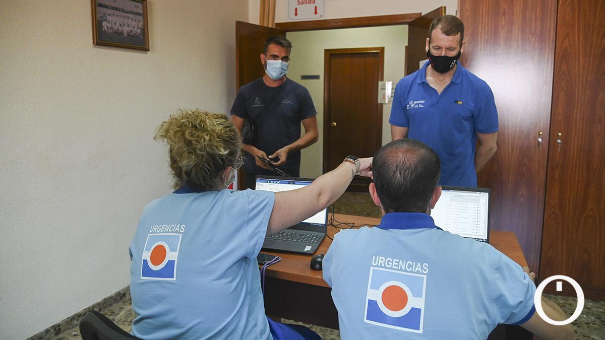 Punto de vacunación en la Asociacion Provincial del Taxi (Autacor)-Toni Blanco