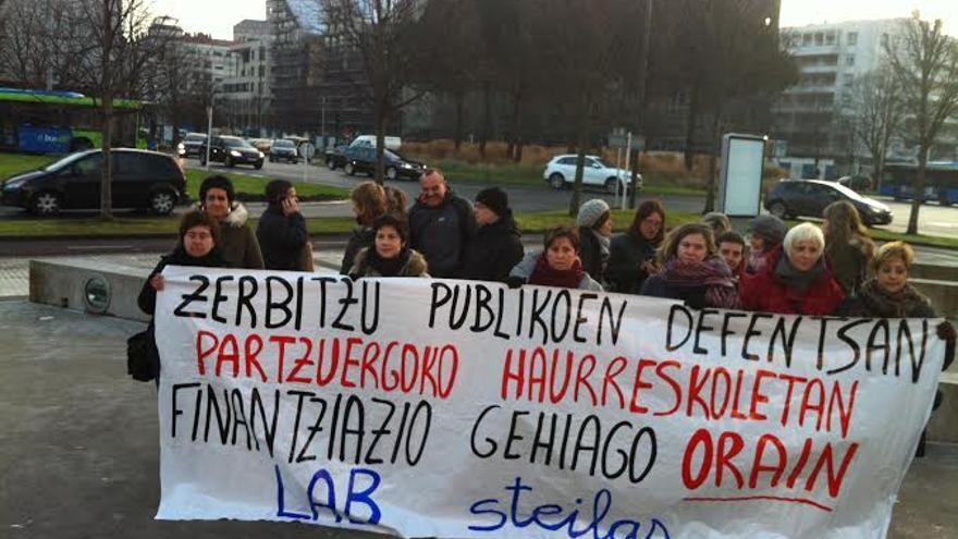 Concentración de los sindicatos en protesta por el mantenimiento de las cuotas.