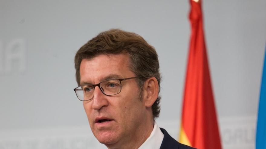 """Feijóo ve una """"broma continuada"""" que los rivales de Rajoy digan que debe """"ir a la investidura"""" pero que no lo apoyarán"""