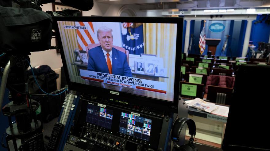 Trump condena la violencia sin mencionar el juicio político