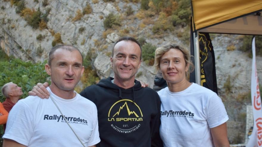 Rafa Vadillo, en el centro, junto a Igor Corko y Suncica Hrascanec, participantes de este año del Rally de Terradets.