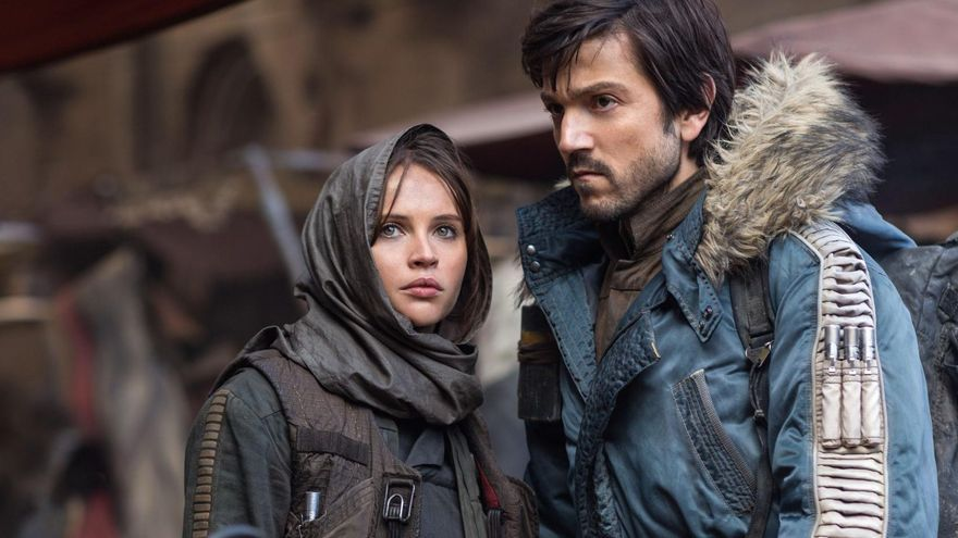Felicity Jones y Diego Luna, en una imagen promocional de 'Rogue One'