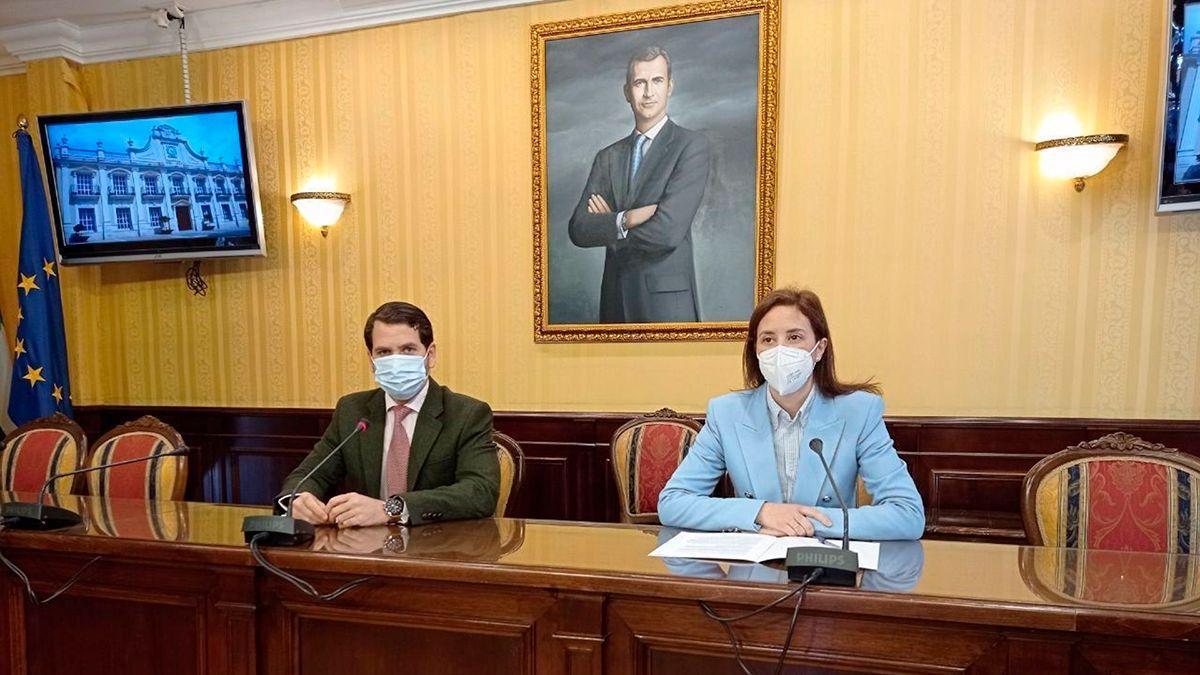 La delegada de Fomento, Infraestructuras y Ordenación del Territorio de la Junta, Cristina Casanueva, y el alcalde de Cabra, Fernando Priego.