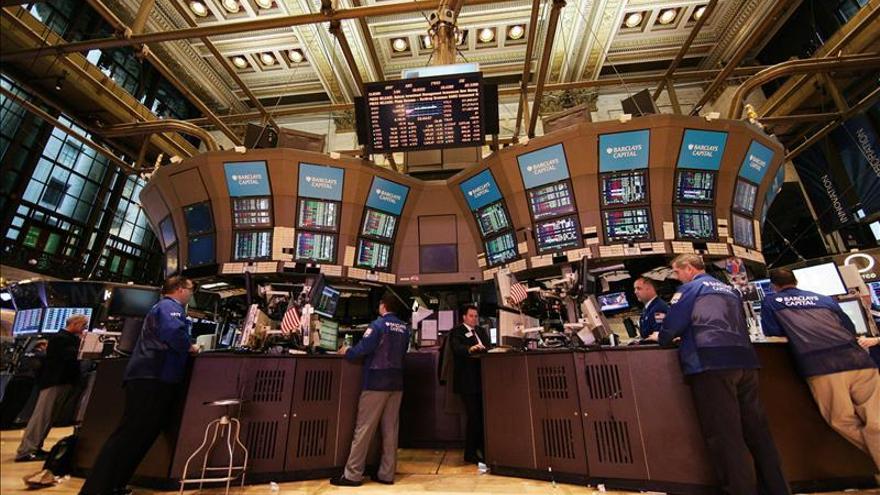 Wall Street abre con pérdidas y el Dow Jones retrocede un 0,39 por ciento