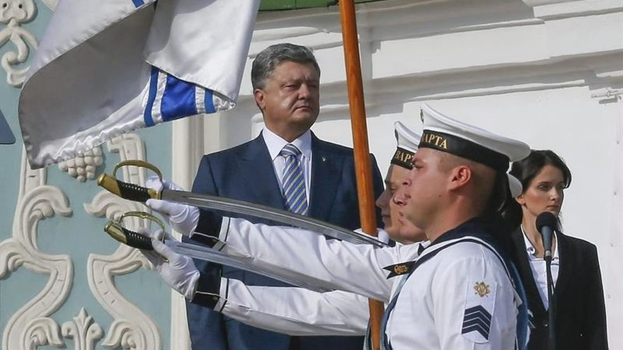 Poroshenko: la bandera ucraniana debe volver a ondear en Crimea y en Donbás