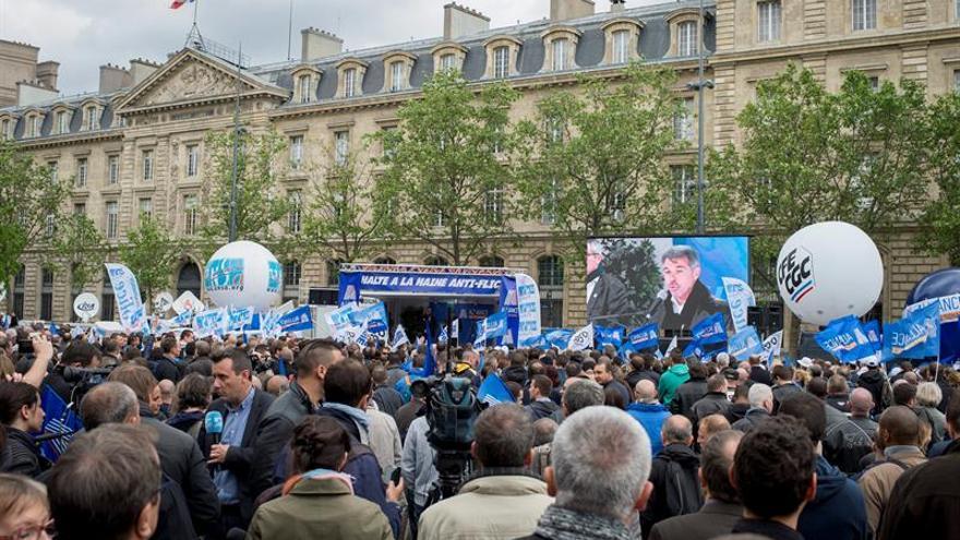 Disturbios en París contra los policías que denuncian manifestantes violentos