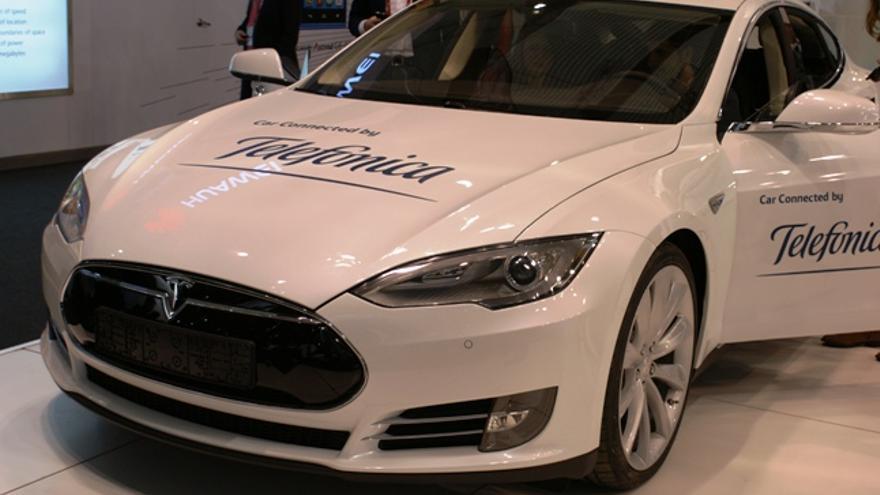 El Tesla Model S que Telefónica acogía en su stand