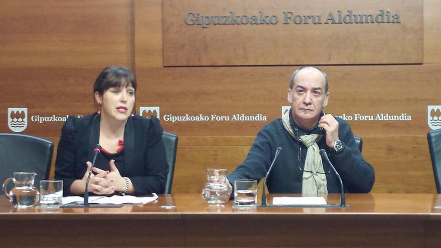 Larraitz Ugarte y Martin Garitano presentan a los medios la hoja de ruta que propondrán al lehedakari.