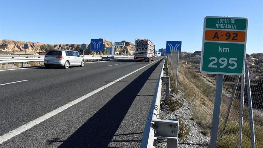 Mueren dos personas atropelladas cuando caminaban por la autovía en Granada