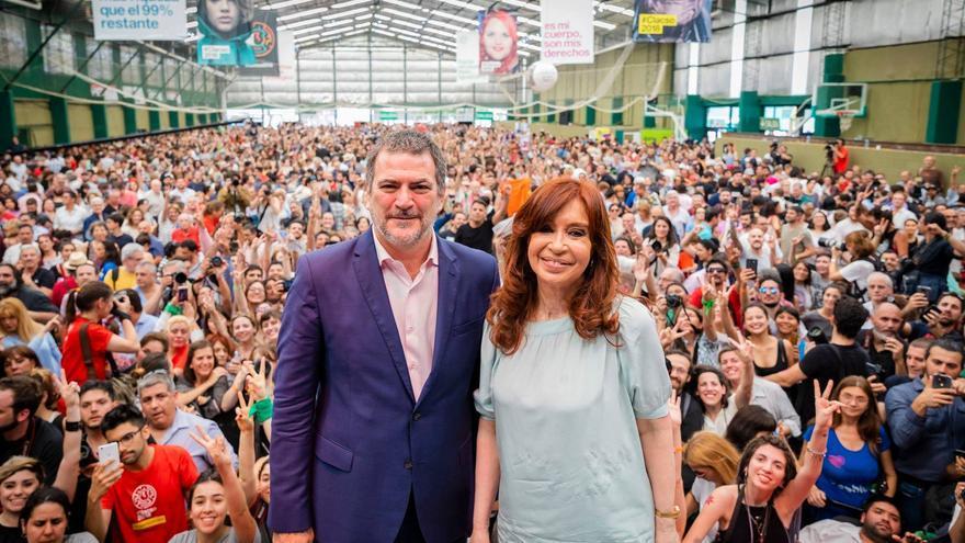 La expresidenta argentina, Cristina Fernández de Kirchner, y Pablo Gentili, miembro de CLACSO durante su intervención.
