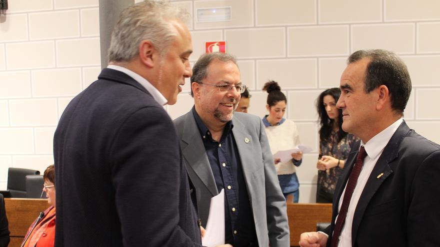 A la derecha el presidente de la DPZ, Juan Antonio Sánchez Quero.