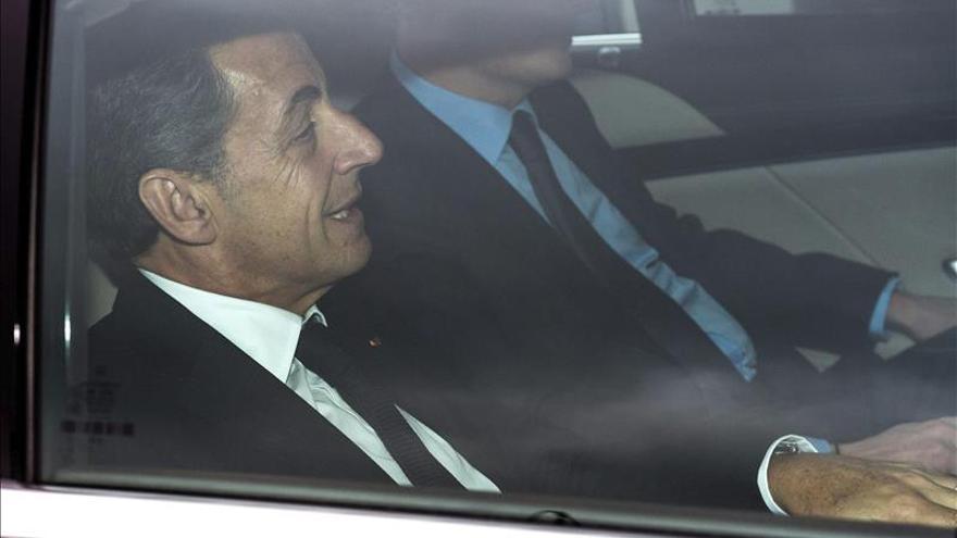 El partido de Sarkozy pide voto en blanco o abstención en un duelo FN-PS