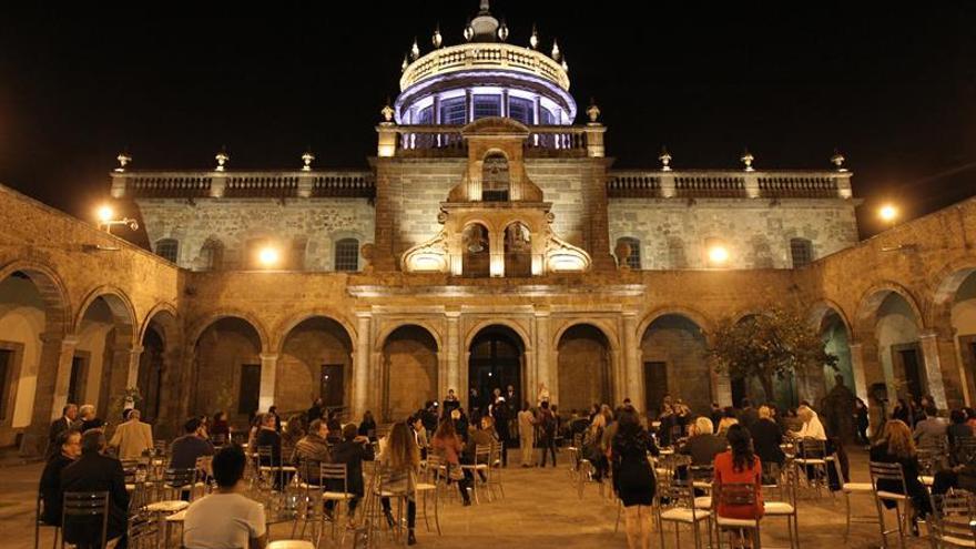 Una exposición muestra a una Madrid multifacética en la FIL de Guadalajara
