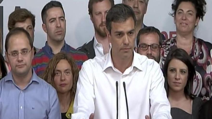 """Pedro Sánchez celebra el resultado: """"Nuestra responsabilidad es articular gobiernos progresistas""""."""