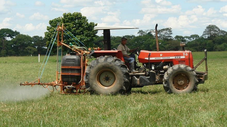 Los agricultores solicitan a la Consejería que se amplíe la caducidad de los carnets de manipulador de fitosanitarios