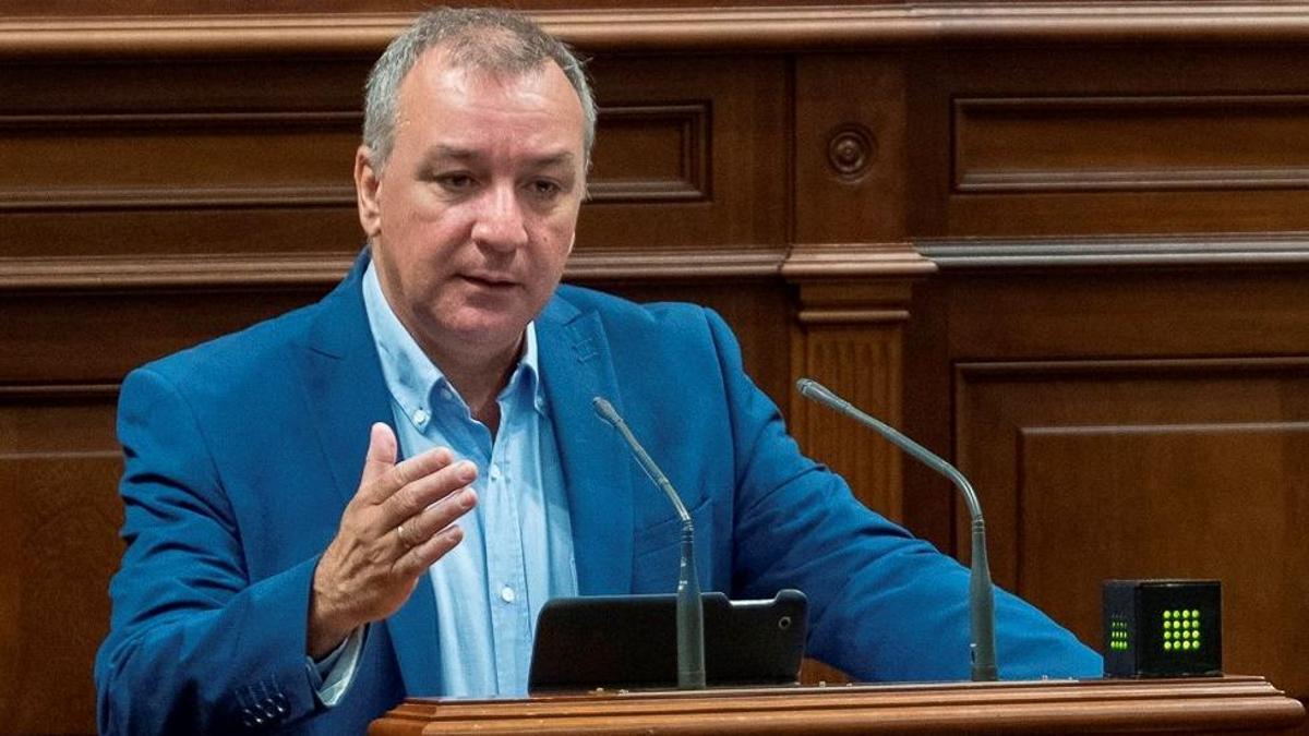 Luis Campos, en el Parlamento de Canarias