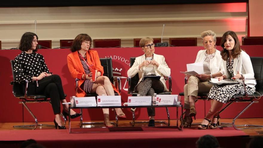 Poyatos, Arastey, Serna, Segoviano y Avilés, durante el debate