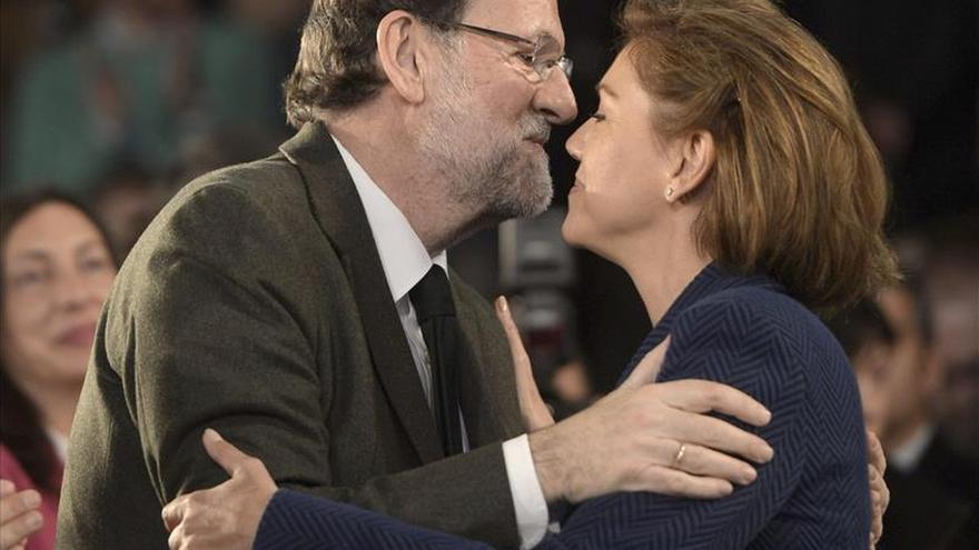 """Rajoy pide a los andaluces que se apunten al """"carro"""" de las políticas del PP"""