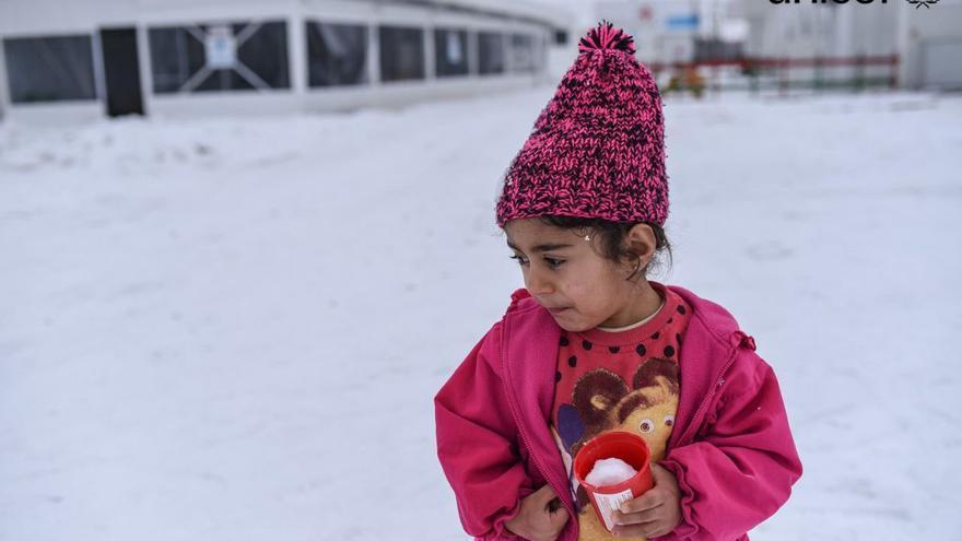 Miles de niños refugiados sufren a la intemperie los rigores del frío en Europa. Foto. UNICEF