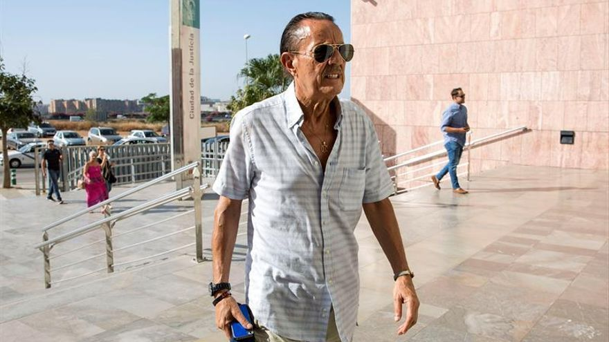 Julián Muñoz y Roca se enfrentan a 9 años de prisión por convenios ilegales