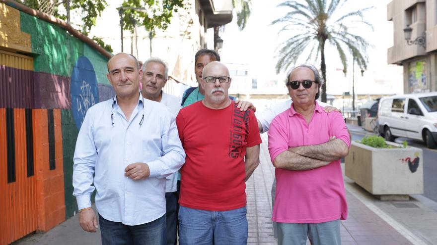 Algunos de los conductores despedidos por una operadora de Cabify en Valencia