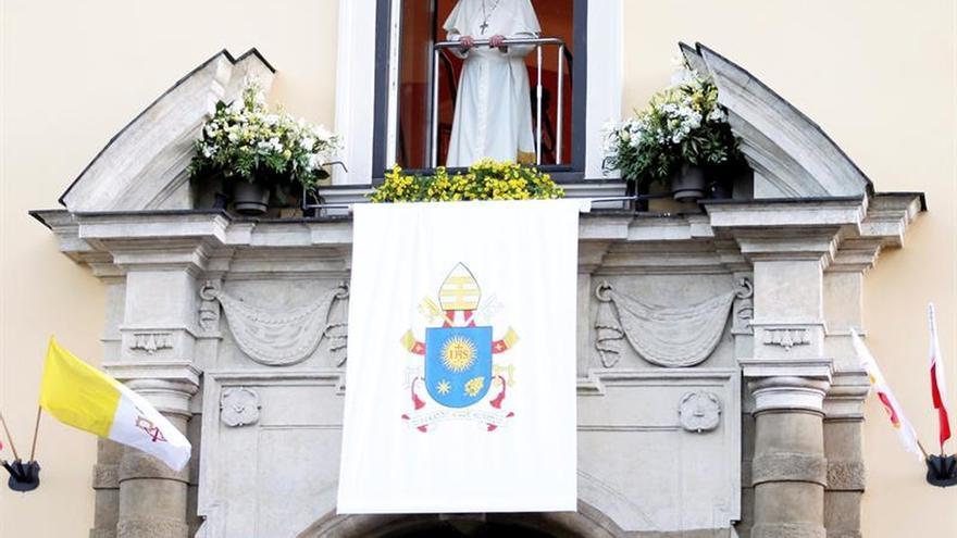 El papa pide a los fieles que recen por él en el final de la JMJ de Cracovia