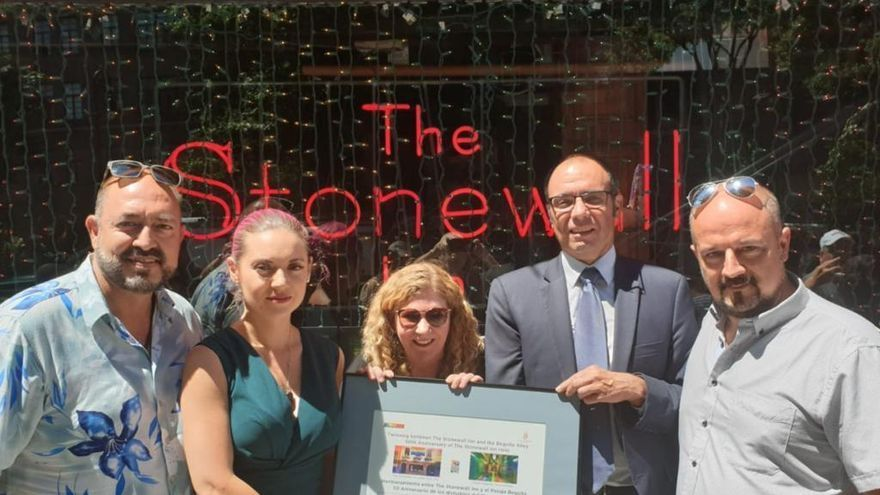 Hermanamiento entre el Pasaje Begoña de Torremolinos y The Stonewall Inn de Nueva York el pasado mes de junio.
