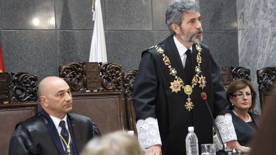 Antonio Doreste Armas toma posesión de su cargo como presidente del Tribunal Superior de Justicia de Canarias, junto al presidente del CGPJ (de pie). Cirenia Vico.