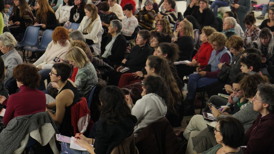 Un momento de la asamblea en Matadero, Madrid.