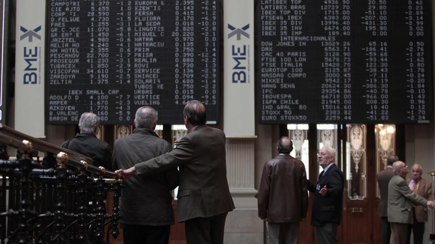 El Ibex acentúa su caída al 3,5% ante el desplome de la banca y los pesos pesados