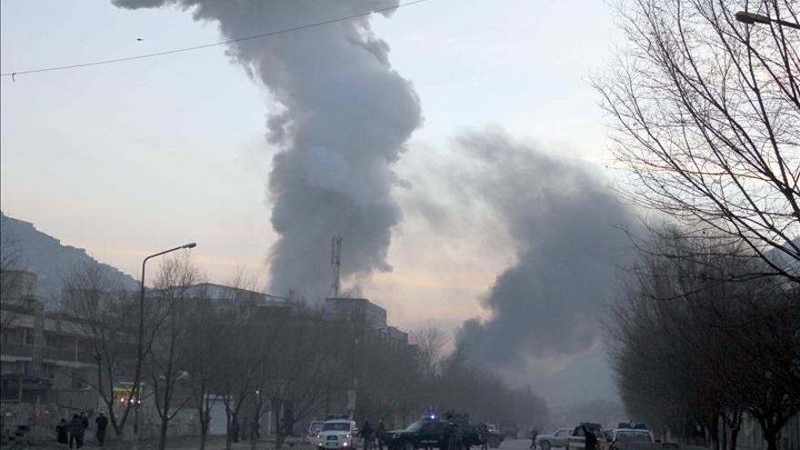 Suicidas penetran en la sede del departamento de tráfico en Kabul