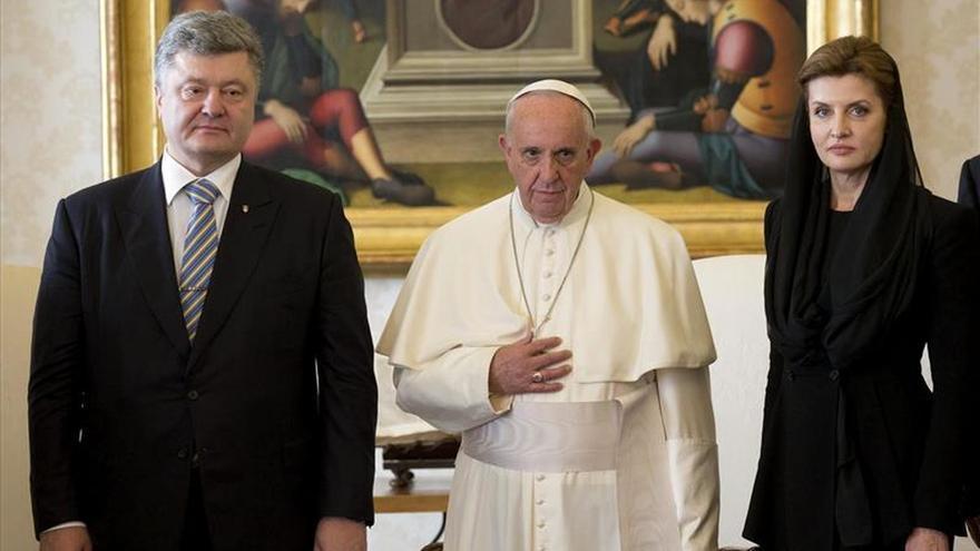 El presidente de Ucrania dice que el Papa acepta su invitación de ir al país