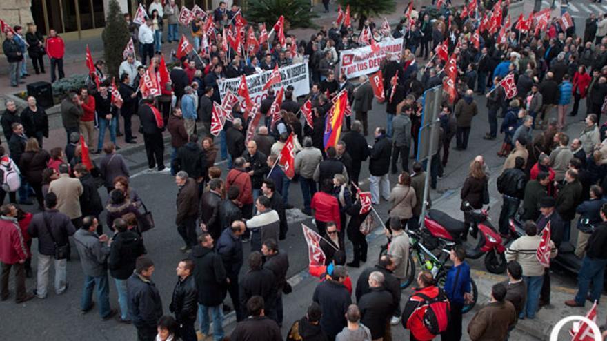 Imagen de una manifestación de los sindicatos municipales en el Ayuntamiento   MADERO CUBERO