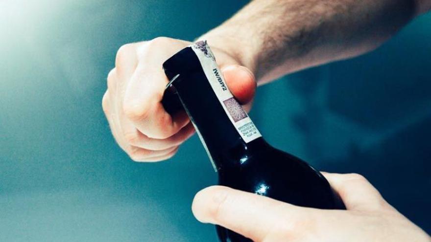 Botella de vino tinto