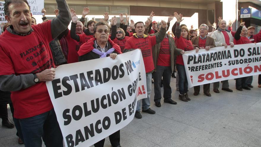 Un afectado por las preferentes aborda a Mariano Rajoy en Sanxenxo