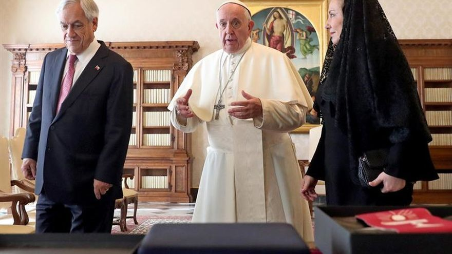 """El papa desea a Piñera que su Gobierno """"sea de paz"""" en una audiencia en el Vaticano"""